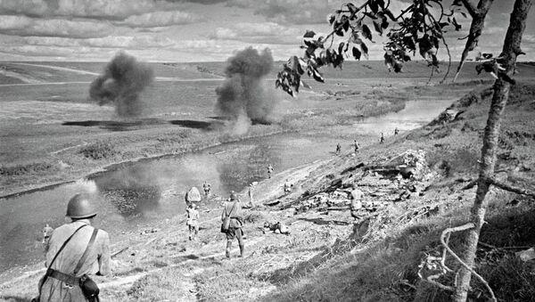 Переправа через водный рубеж под Ржевом. 375-я стрелковая дивизия под командованием генерал-майора Н.А.Соколова. Северо-Западный фронт 1942 год