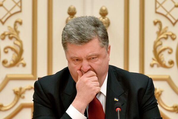 Президент Украины Петр Порошенко на переговорах в Минске