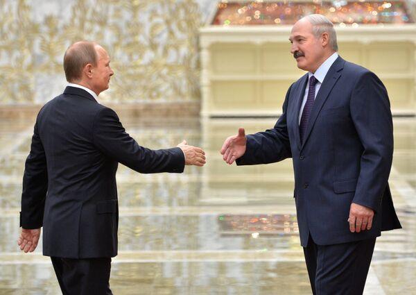 Президент России Владимир Путин и президент Белоруссии Александр Лукашенко во Дворце независимости в Минске