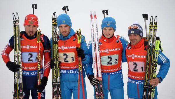 Слева направо: Антон Шипулин, Дмитрий Малышко, Максим Цветков и Евгений Гараничев (Россия), занявшие 1-е место в эстафете на восьмом этапе Кубка мира по биатлону сезона 2014/15 в норвежском городе Холменколлене.