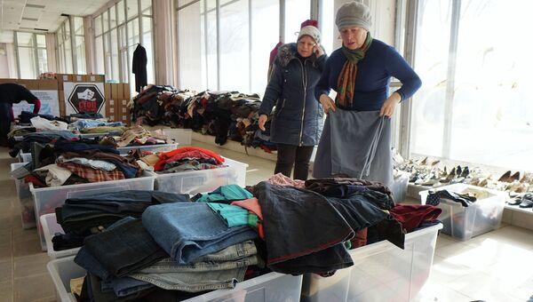 Украинские беженцы в Центре гуманитарной помощи. Архивное фото