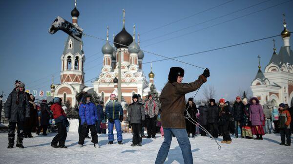 Масленичные гулянья на площади Преображенского кафедрального собора в Бердске Новосибирской области