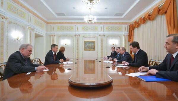 Президент РФ В.Путин встретился с главой Международного Комитета Красного Креста П.Маурером