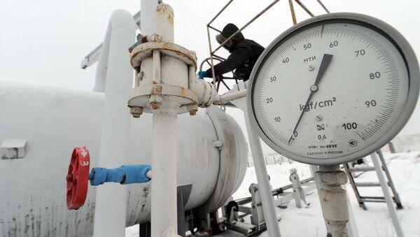 Манометр на газокомпрессорной станции около села Боярка, Украина