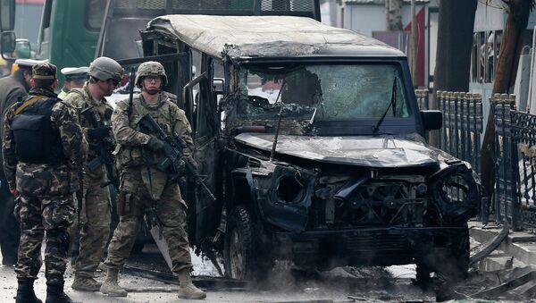 Турецкие военные на месте взрыва террориста-смертника в Кабуле, Афганистан. 26 февраля 2015