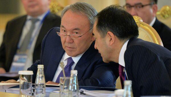 Президент Казахстана Нурсултан Назарбаев (слева). Архивное фото