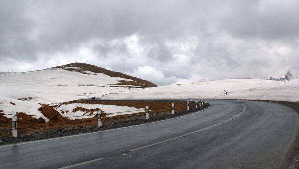 Военно-грузинская дорога. Крестовый перевал. Архивное фото