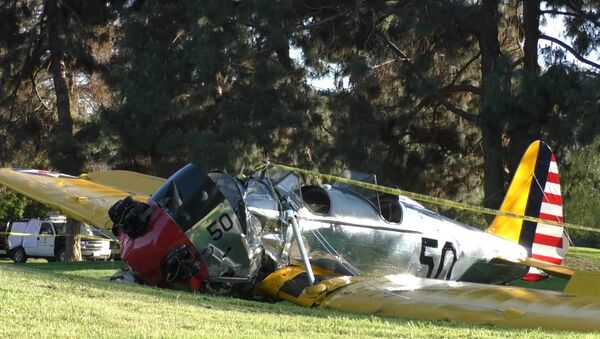 Самолет Харрисона Форда разбился в Лос-Анджелесе. Кадры с места ЧП