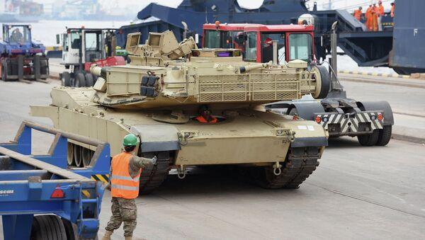 Военная техника США в порту Риги, Латвия, архивное фото
