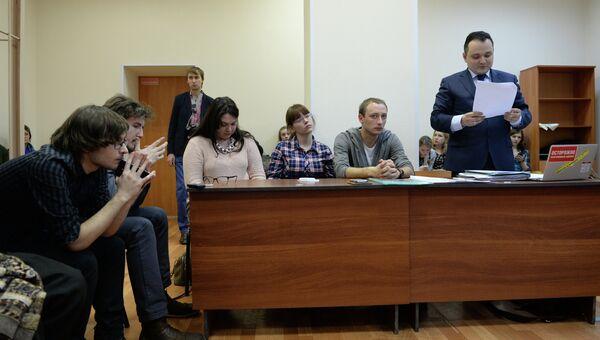 Адвокат Сергей Бадамшин (справа) на заседании суда по делу в отношении режиссера постановки Тангейзер Тимофея Кулябина