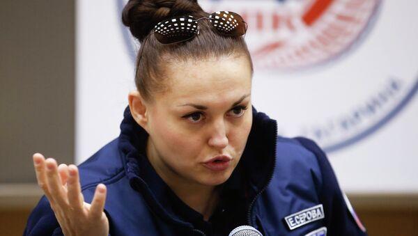 Елена Серова на пресс-конференции в Звездном городке, 14 марта 2015 г