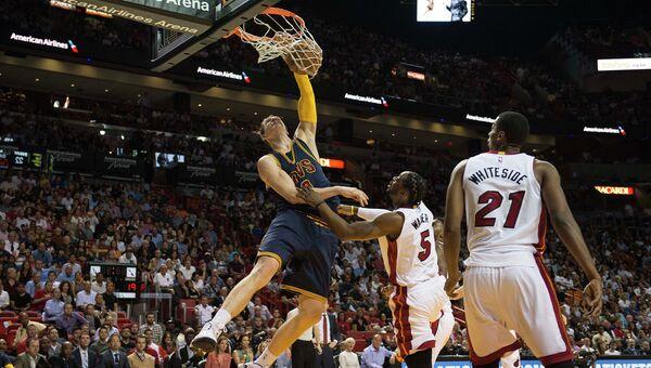 Тимофей Мозгов в матче Кливленд - Майами в НБА, 16 марта 2015