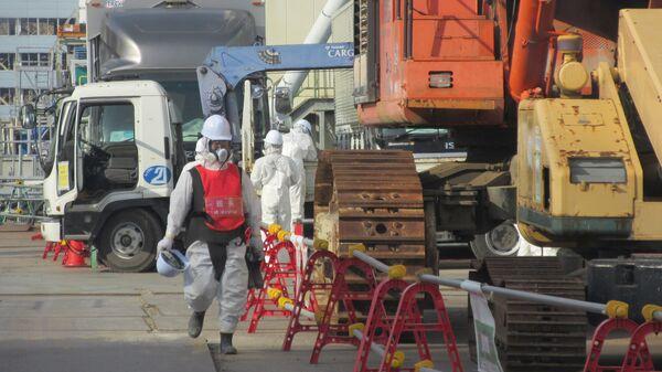 Ликвидаторы около 4 блока АЭС Фукусима
