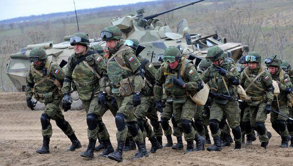 Российские военнослужащие во время учений на полигоне Серноводское Ставропольского края. Архивное фото.