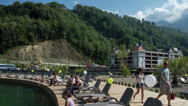 Отдыхающие на курорте Роза Хутор в Красной Поляне. Архивное фото