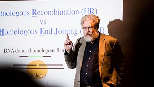 Биолог Джордж Черч работает над воскрешением мамонтов с октября 2014 года