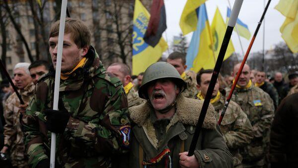 Жители Киева на демонстрации, посвященной годовщине событий на Майдане. Архивное фото