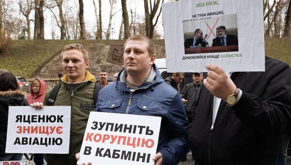 Активисты Автомайдана во время митинга у кабинета министров Украины в Киеве. Архивное фото