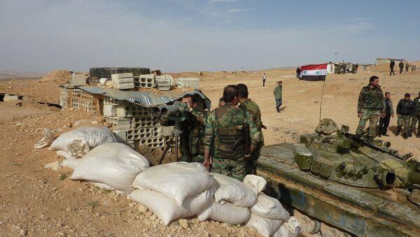 Правительственные солдаты на позиции в Сирии. Архивное фото