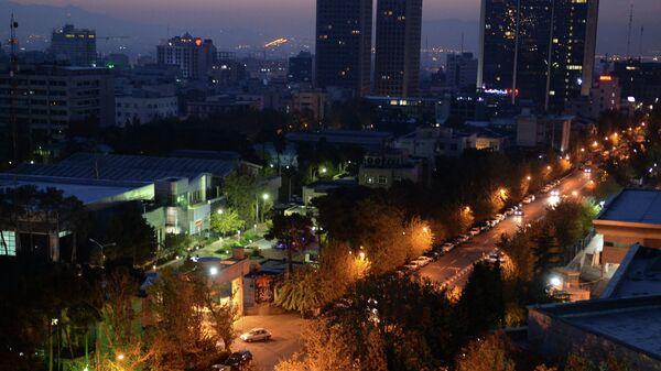 Ранним утром на улице Фатеми в Тегеране. Архивное фото