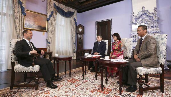 Премьер-министр РФ Д.Медведев дал интервью представителям вьетнамских СМИ