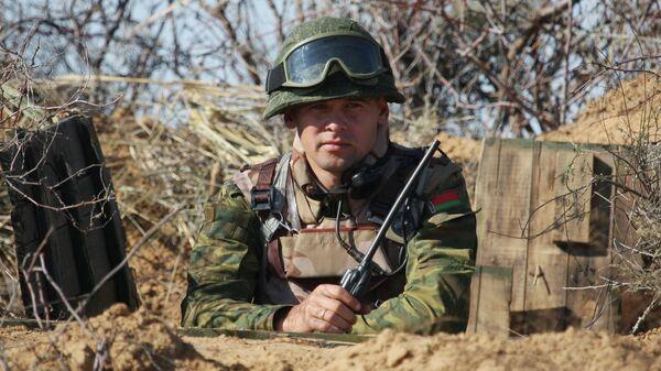 Белорусский военнослужащий во время учений. Архивное фото