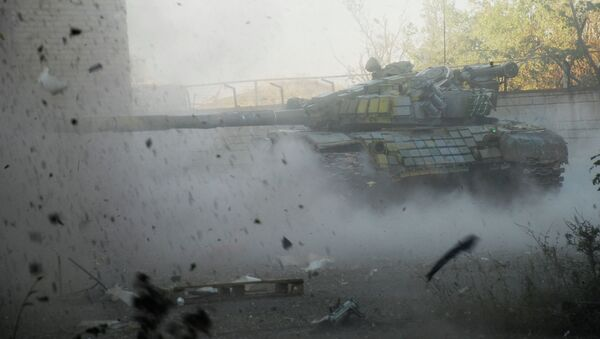 Танк ополченцев Донецкой народной республики (ДНР) в районе аэропорта города Донецка