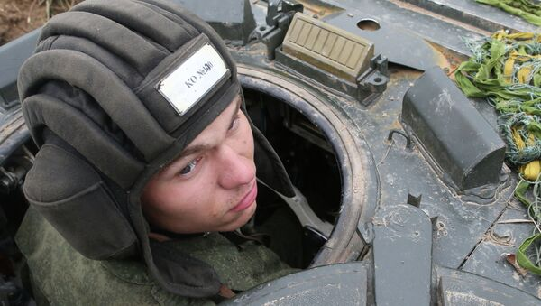 Танкист на батальонно-тактических учениях береговых войск Балтийского флота