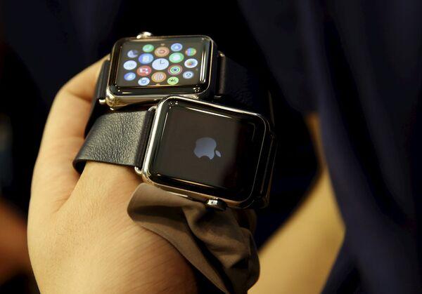 Чтобы посмотреть, как apple watch будут у выглядеть на руке вам, понадобится любое устройство на ios, будь то iphone, ipad или ipod touch и принтер, способный распечатать формат а4.