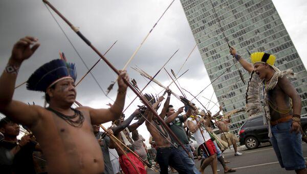 Митинг бразильских индейцев у здания конгресса южноамериканской страны
