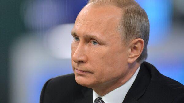 Президент России Владимир Путин отвечает на вопросы россиян в ежегодной специальной программе Прямая линия с Владимиром Путиным