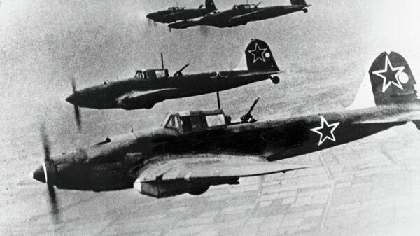 Советские самолеты летят курсом на Берлин