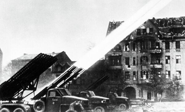 Залп реактивных установок «Катюша» по Берлину