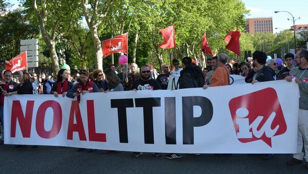 Акция протеста в Испании против соглашения между ЕС и США