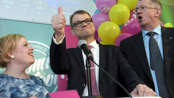 Члены победившей на выборах в Финляндии партии Центр