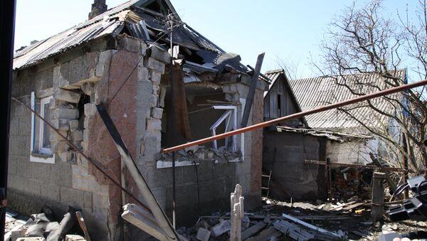 Разрушенные постройки в поселке Спартак. Архивное фото