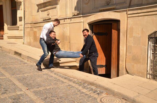Туристическая трактовка кадров из фильма Бриллиантовая рука, который снимался в Баку