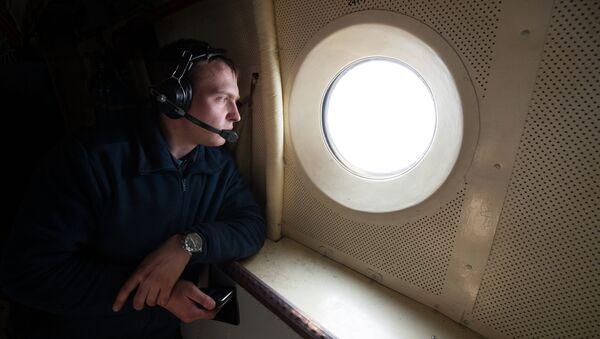 Сотрудник МЧС РФ во время тушения лесных пожаров в Забайкальском крае на самолете ИЛ-76 МД. Архивное фото