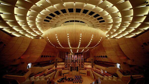 Вид на сцену Светлановского зала Московского международного Дома музыки в Москве. Архивное фото