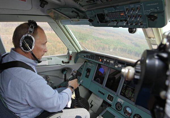 Владимир Путин во время тушения лесных пожаров в Рязанской области