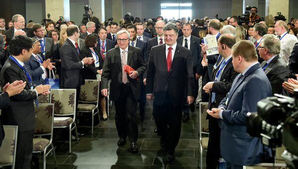 Президент Украины Петр Порошенко во время встречи с представителями ЕС в Киеве