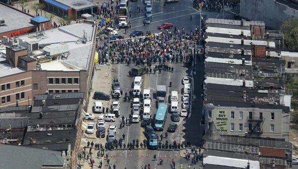 Столкновения полиции с протестующими в Балтиморе, США