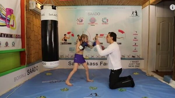 Девочка-боксер