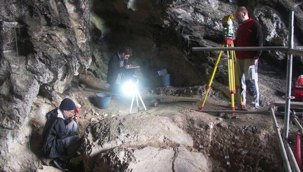 Археологи раскапывают гробницу красной дамы в пещере Эль-Мирон