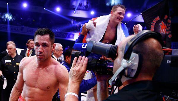 Федор Чудинов празднует победу в поединке за титул WBA