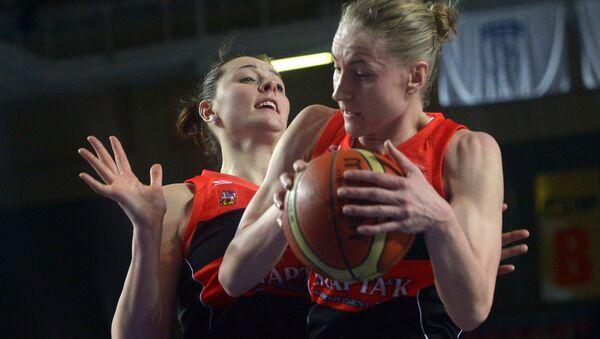Игроки команды Спарта энд К Ксения Тихоненко (слева) и Мария Черепанова. Архивное фото