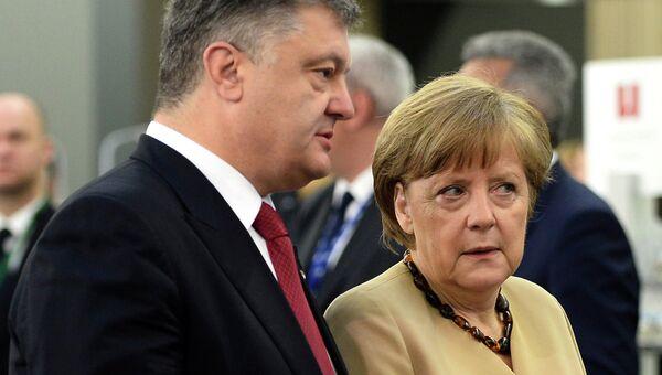 Президент Украины Петр Порошенко и канцлер Германии Ангела Меркель на саммите Восточное партнерство в Риге, Латвия. Архивное фото
