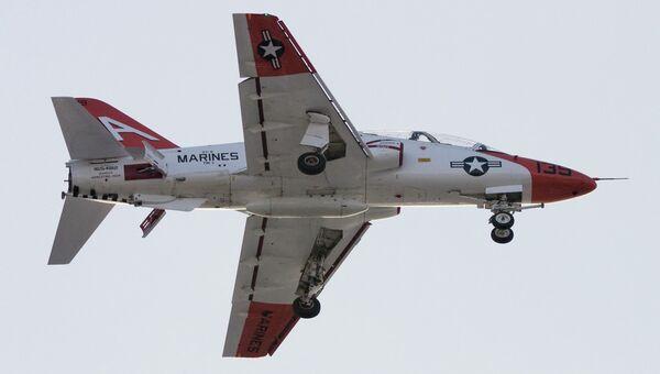 Военный учебно-тренировочный самолет T-45C ВМС США. Архивное фото