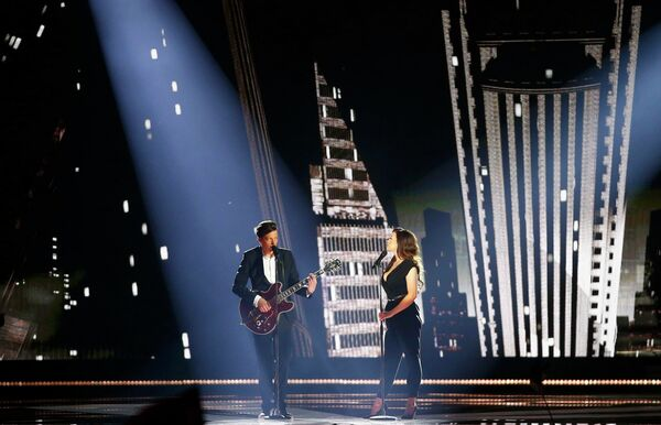 Элина Борн и Стиг Ряста из Эстонии выступают в финале конкурса Евровидение