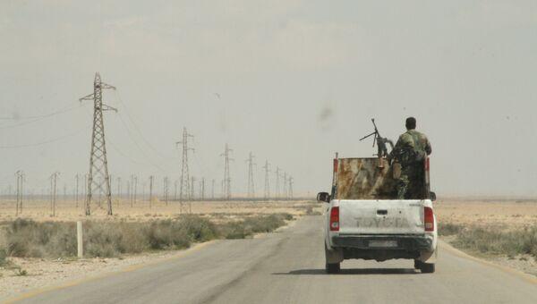Сирийские ополченцы в окрестностях города Тадмор, Сирия. Архивное фото